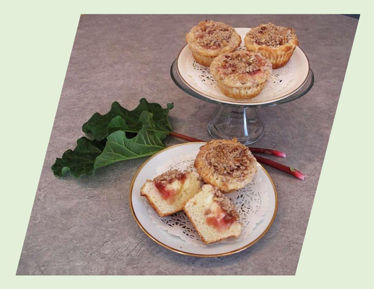 Rhubarb Cheesecake Muffins